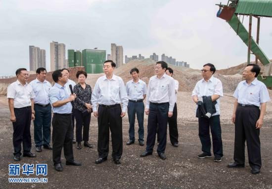 张德江 夯实基础把握重点协同推进 全面加强固体废物污染防治