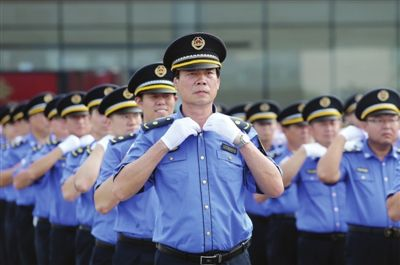 综合执法_天津市城市管理综合执法队迎全运为民执法服务月启动