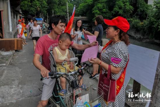 红马甲小红帽 志愿者身影满榕城