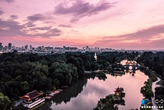 俯瞰扬州瘦西湖:青翠溢满湖