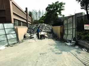 无合法弃置场 南京江北新区多个小区垃圾爆满