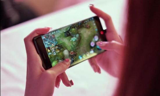 努比亚发布新品Z17 8G内存渐成旗舰手机标配