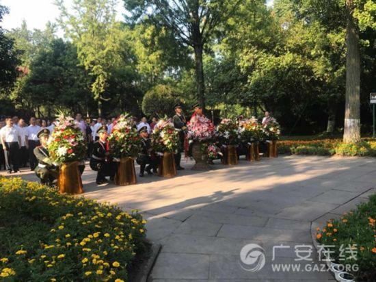广安市举行纪念邓小平同志诞辰113周年献花仪式