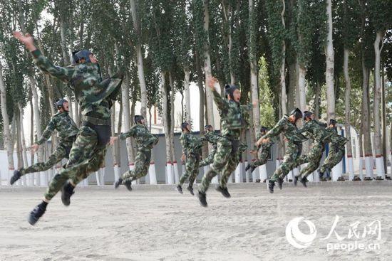 震撼!大漠边陲 用镜头记录南疆武警练精兵