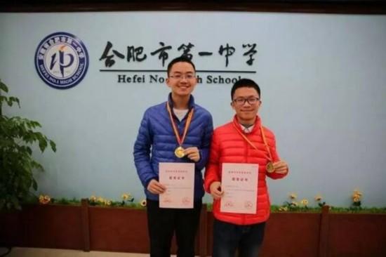 盛一博(左)和陈俊