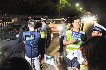 泰州首次直播查酒驾 数万网民在线观看