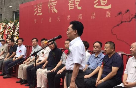 中宣部原秘书长官景辉宣布展览开幕
