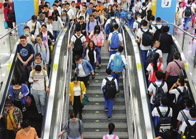 天津交管部门启动三级交通疏导预案开学首日道路畅通有序