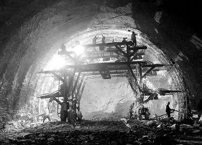【砥砺奋进的五年】七峰山隧道里的激情与期待