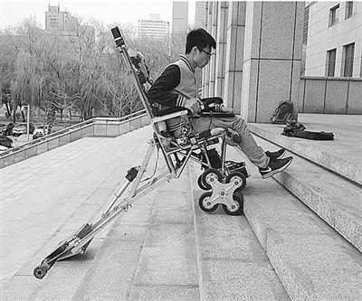 """能正向""""爬""""的楼梯轮椅"""