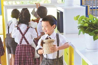 深圳中小学生迎来新学年 增加公办学位32600个