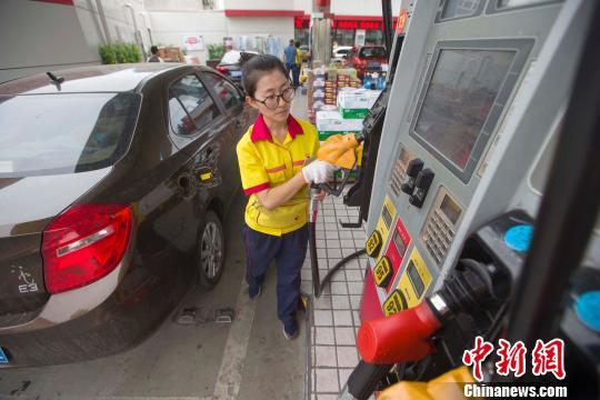 """国内油价今迎调价窗口料出现年内首次""""二连停"""""""
