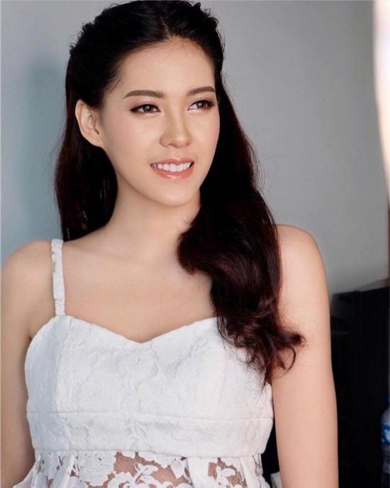 老挝首位环球小姐貌美如花身材婀娜是传说中的九头身美女