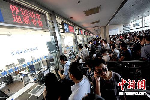 十一假期首日火车票明起开售 抢票姿势摆好了吗?