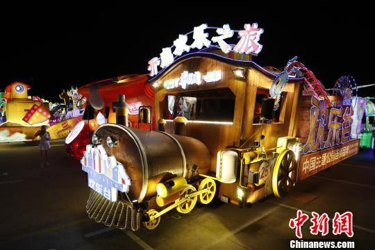 探班上海旅游节大巡游25辆花车提前亮相世博地区