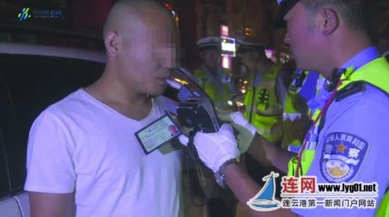 连云港东海交警雨夜查酒驾 两小时6人被查