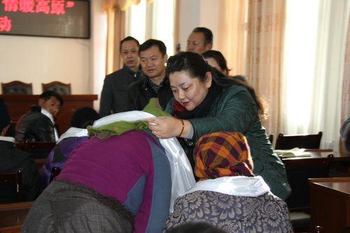 10――自治区民政厅副厅长江娟看望慰问拉萨市贫困户
