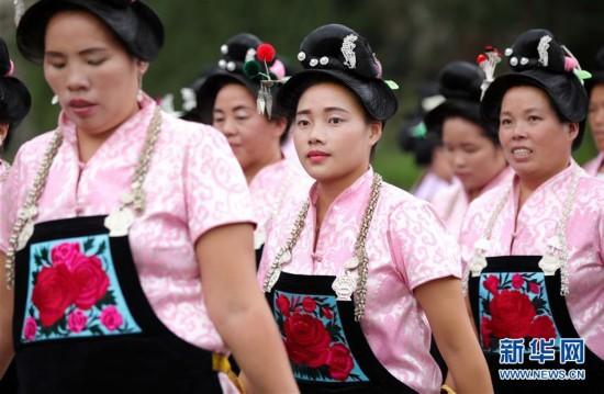 贵州丹寨:吃新节上秀盛装
