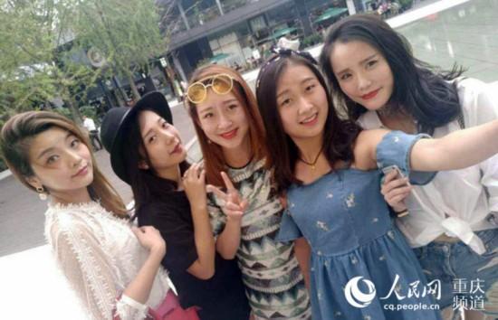 重庆:五美女乘客候车室抢救患病朋友刷热评弹曲谱苏州护士名曲图片