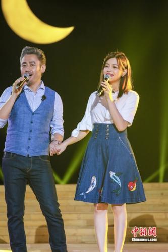 陈妍希和吴秀波合唱