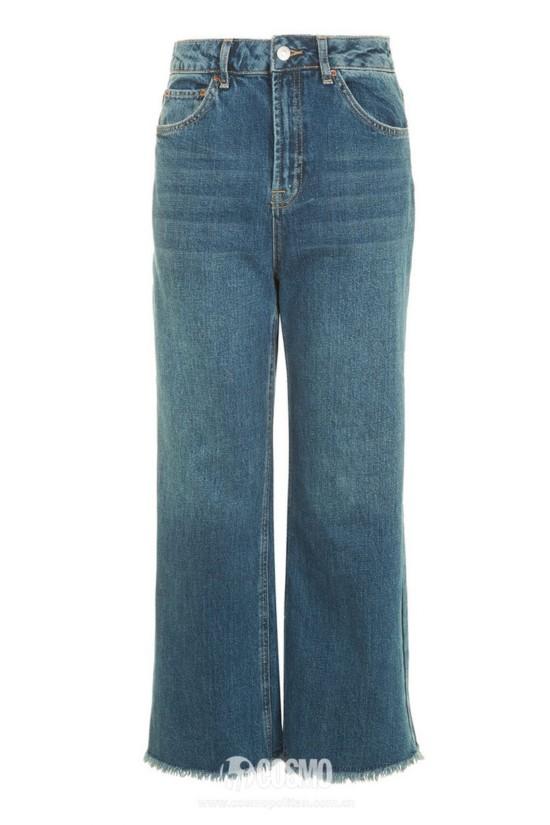 牛仔裤来自TOPSHOP 售价499元 可从品牌官网购买