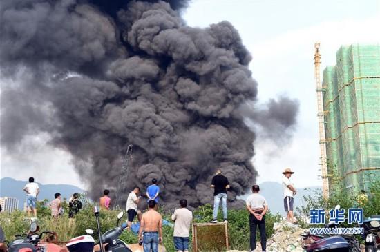 福州一汽修厂发生火灾