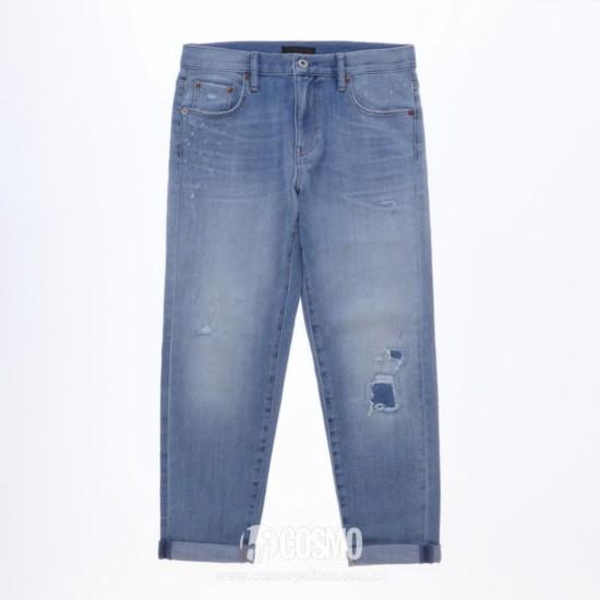 牛仔裤来自UNIQLO 售价299元 可从品牌官网购买