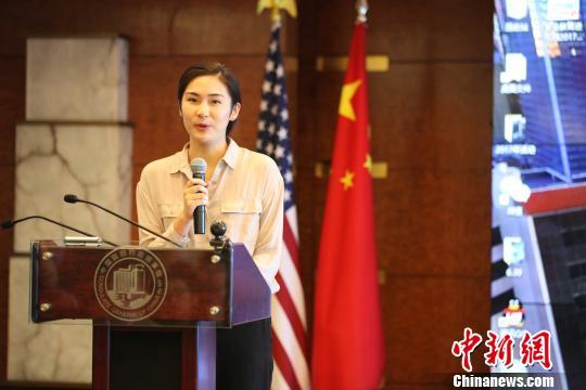 9月9日,中国驻纽约总领馆举行2017年大纽约地区高校中国留学生新生见面会。图为留学生新生代表在会上发言。 马德林 摄