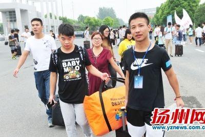 扬子津科教园区迎来大学新生。刘江瑞摄