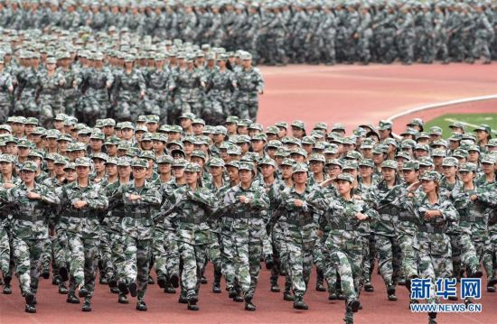 新生军训磨练意志 以崭新风貌迎接开学