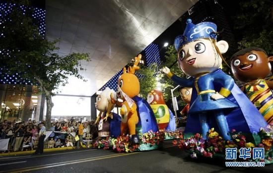 9月10日,2017年上海旅游节花车巡游吉祥物在行进中.图片
