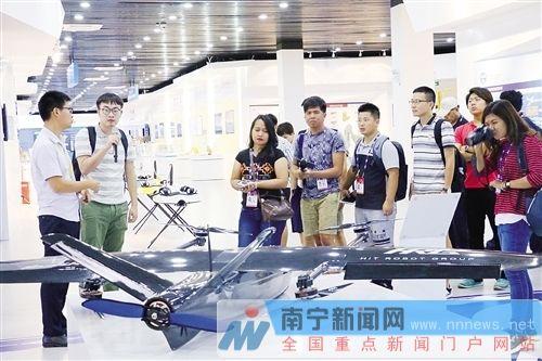 东盟媒体团记者被鲜花美景与高科技迷倒 盛赞南宁
