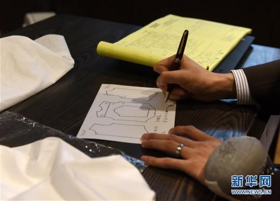 (图文互动)(1)匠心剪裁岁月华服――记香港老牌裁缝的代际传承
