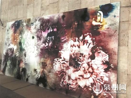蔡国强在莫斯科创作巨型彩色火药绘画《花园》