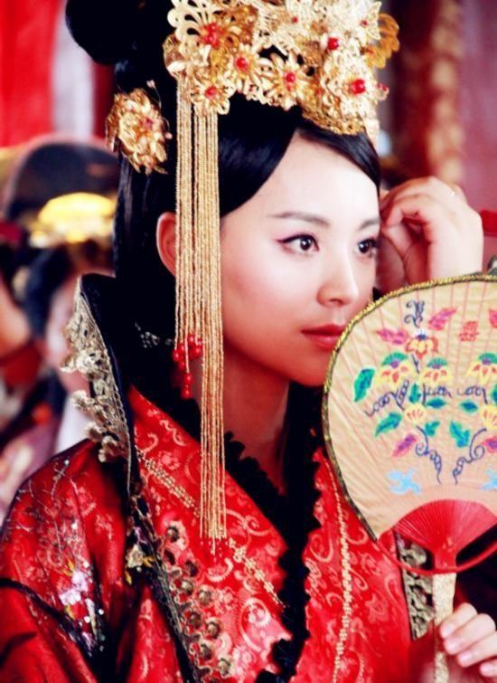 盘点古装剧女演员黑化 赵丽颖李沁妖艳红衣浓妆极尽妖冶