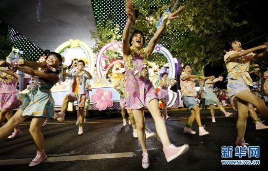 (社会)(1)上海旅游节花车巡游活动举行