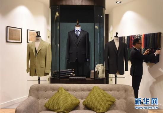 (图文互动)(6)匠心剪裁岁月华服――记香港老牌裁缝的代际传承