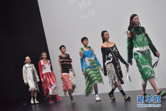 (文化)(1)再生主题时装设计亮相香港国际时尚汇演