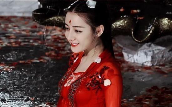《三生三世十里桃花》中灵魂人物,青丘帝姬,白浅上神,剧版由杨幂饰演