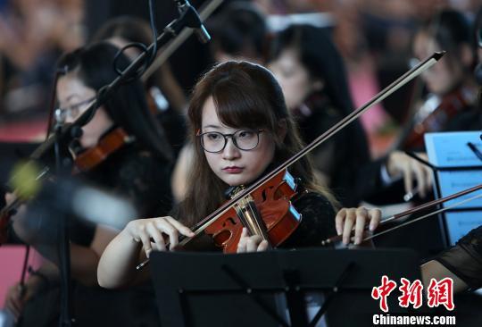 """中国药科大学""""高颜值""""交响乐团迎新生"""