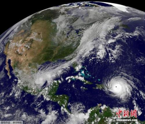 """美国在短时间内连接遭遇飓风""""哈维""""和""""艾尔玛""""。"""