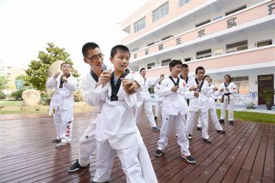 南通海门特殊教育学校迎跆拳道义务教员