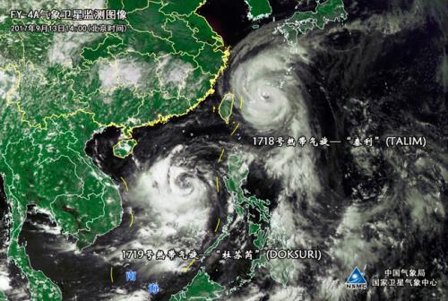 """双台风组团逼近!""""泰利""""经过海域阵风或达17级    根据气象部门的最新预报,今天,台风""""泰利""""和""""杜苏芮""""将继续逼近东南、华南沿海,其中,台风""""泰利""""最强或达超强台风级。此次双台风,强度较强且路径变化较快,目前,国家防总和中国气象局已经启动应急响应,多省份密集部署,严阵以待迎台风""""大考""""。"""