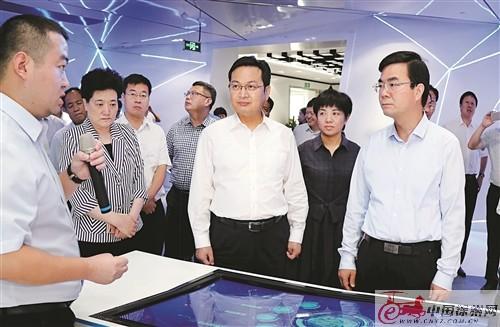 连云港党政代表团到徐州考察 张国华等陪同