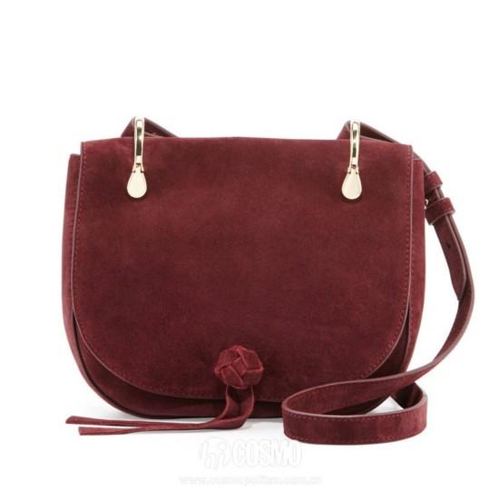 包袋来自Elizabeth and James 售价2626元 可从美国NeimanMarcus购买