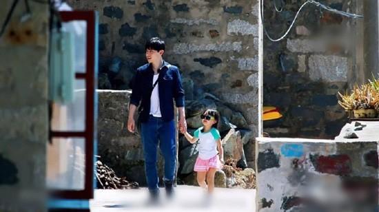 《爸爸去哪儿5》邓伦女儿4岁了!小山竹长相呆