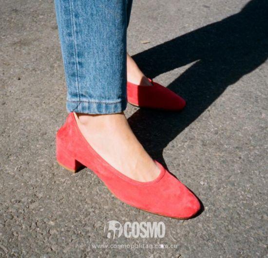 鞋履来自MARYAM NASSIR ZADEH 售价375美元 可从mnzstore.com购买