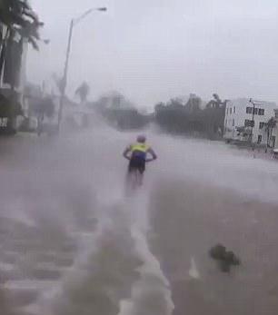 疯狂!美自行车骑手飓风中高速飙车引发热议