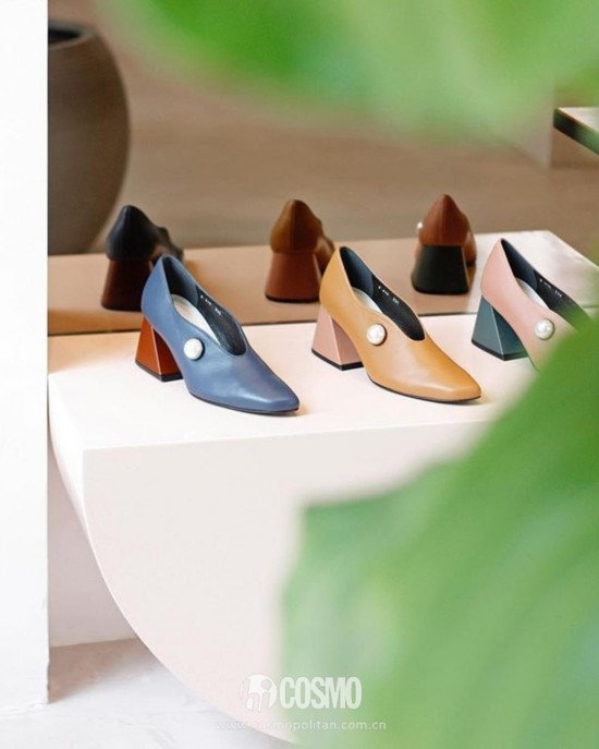 鞋履来自Yuul Yie 售价1132元 可从yuulyie.com购买