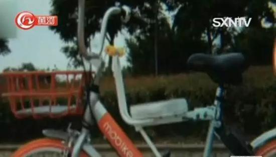 记者联系到其中一位卖家,询问其售卖的共享单车儿童座椅安全性是否有保障,卖家表示可以承载一个成年人的重量,可以保证质量,但售卖的座椅均没有质检报告。